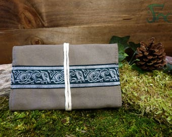 Pouch/tobacco beige & green with Celtic braid