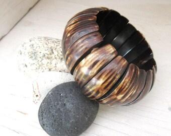 Natural side, large bracelet in horn: A Range Of Waves !!!!!!
