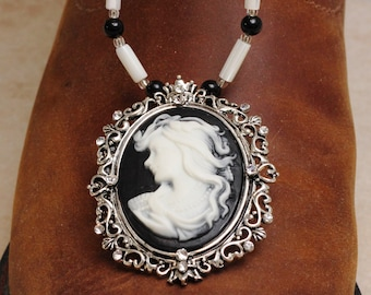 Mother Of Pearl Necklace With Pendant