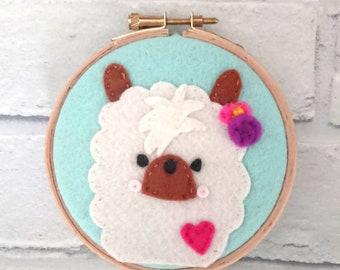 Felt llama hoop art/llama wall art//nursery wall art/animal wall art/embroidery hoop/gift ideas