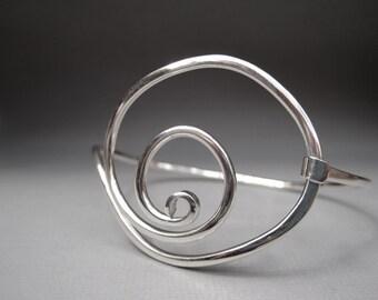 Large Curl Tension Bracelet