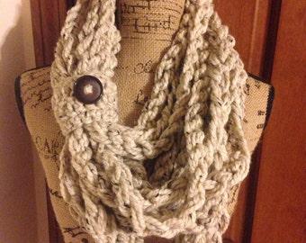 Chunky chain scarf