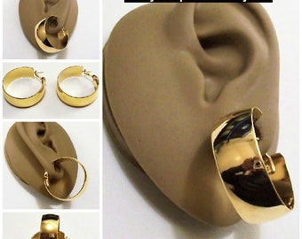 Monet Wide Band Hoop Pierced Stud Earrings Gold Tone Vintage Extra Large Wedding Flat Band Polished Open Rings Support Clip