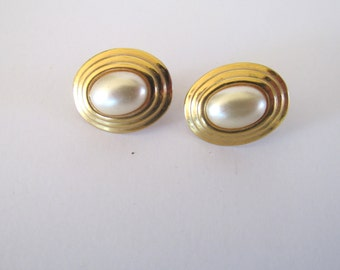 Napier goldtone faux pearl screwback earrings