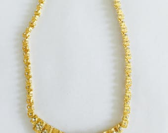 Vintage gold tone floral necklace.