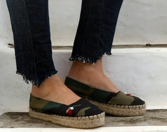 Camo Print Espadrilles with Safety Pin Brooch. Summer Flat Shoes. Handmade Greek Sandals. Boho Women's Shoes. Gift for Her. Alpargatas