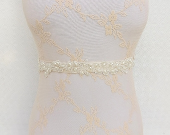 Bridal elastic waist belt. Lace and pearls wedding belt. Floral lace belt. Wedding dress belt.