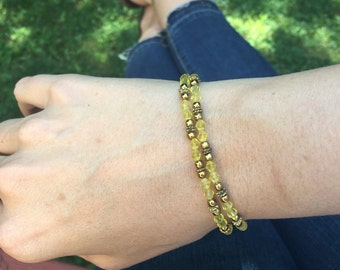 Yellow glass beaded bracelet with clasp closure