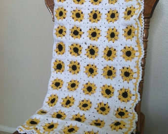 Adorable yellow sunflower crochet baby blanket/afghan, nursery blanket, baby girl, newborn, baby shower, sunflower blanket