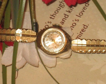 Tarleton Jewel Windup Wristwatch, Leaf Pattern Band, Ladies Vintage