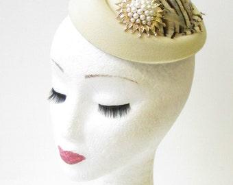 Cream Gold Brown Pheasant Feather Pillbox Hat Fascinator Hair Clip Vintage 1361