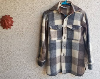 Size S Vintage Woolrich button up shirt