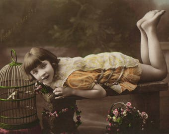C303 - Vintage postcard of young girl from Lèon and Lèvy  Paris