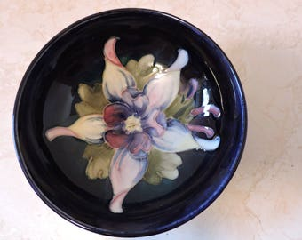 "Anemone Floral w/ Blue Background Moorcroft Hand Painted Flower 4 1/2"" Vintage Bowl"