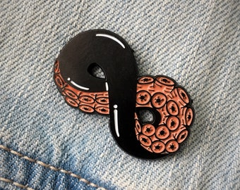 Enamel Pin of Octopus Tentacle Infinity Sign - Trendy Surreal Hat Pins - HP Lovecraft Inspired Button Badge Lapel Brooch Patch - Ectogasm