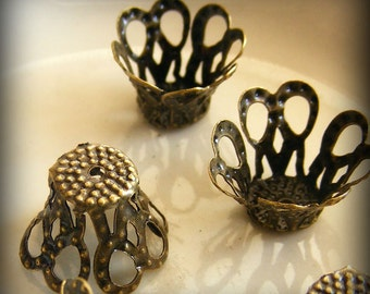 20pcs Antique Bronze Filigree Basket Bead Caps