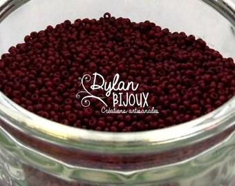 seed beads opaque dark red burgundy 2.3 mm 10/0 Preciosa Ornela beads 10 grams