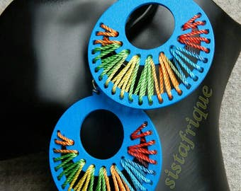 Blue wood and multicolor string circular earrings