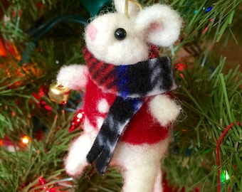 Needle felted mouse, felted mouse, wool Christmas ornament,mouse ornament, stocking stuffer, Christmas mouse, felted animal, wool felt mice