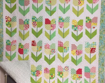 Quilt, modern, floral, pieced, plaid Riley Blake backing fabric, tulips