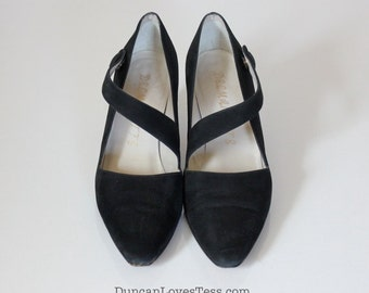 Vintage Shoes / Vintage 80s Shoes / Vintage 90s Shoes / 80s Shoes / 90s Shoes / Mary Janes / Suede / Black / Black Suede Shoes / Size 7.5