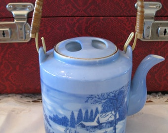 Currier & Ives porcelain Made teapot in blue Japon.theiere.