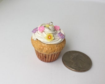 Cupcake Charm with Flowers / Meadim Polymer Clay Cupcake Charm:  3 cm tall
