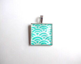 Square pendant with pattern of waves turquoise and white (seikaiha), Japanese style (paper origami).