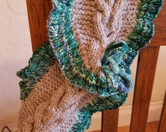 Cabled neck warmer with ruffled trim