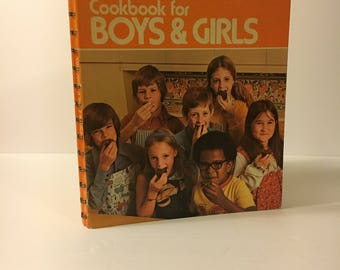 Vintage 1970s Betty Crocker's Cookbook for Boys and Girls / spiral bound / 1975 / Good condition / retro illustrations and photos
