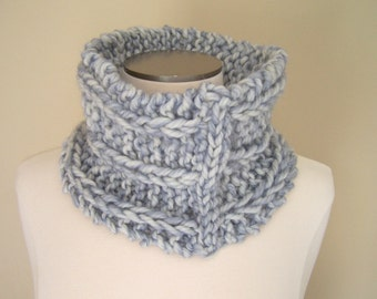Chunky Knit Wool Cowl, Big Knit Neckwarmer in Cream Blue Wool, Thick Knit Cowl Pale Blue, Fall Winter Trends, Cowl for Men Women