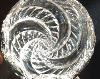 Beautiful leaded crystal vase with spiraling stem