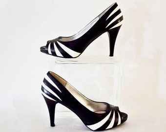 Vintage 1980's Daisy Fuentes Black and White Striped Peep Toe Pumps with Stiletto Heels Size 7M
