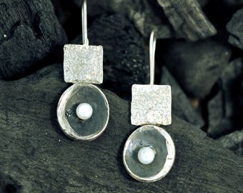 sterling silver earrings, pearl earrings, metalsmith earrings, silver 925 earrings,modern earrings, contemporary,unique, natural pearl,925