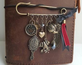 Charm brooch vintage style.