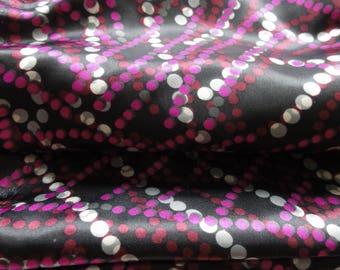 Satin polyester * 50 x 140 cm * printed purple on black background