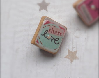 love Art Collage Scrabble Pin, Handmade Scrabble Tile Art Brooch, Wood Brooch, Lapel Pin, Scrabble Jewelry, Tiny Jewelry, share love