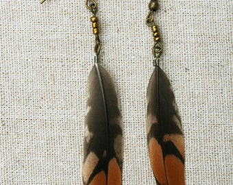 Orange and brown bird feather earrings - Small brown and orange snipe feather earring - Feather bronze beaded earrings - Feather jewellery