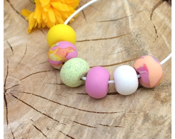 Spring colorful beaded necklace - fuchsia
