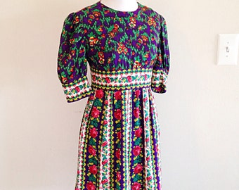 Adorable Vintage 1960s Storybook Dress Size Small