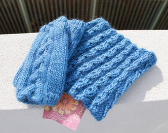Luxurios set of blue cowl and gloves