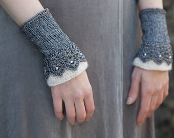Crocheted and knitted anthracite/cream wrist warmers with swarovski grey pearls. Fingerless gloves. Wool and polyamide.