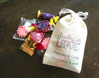 Personalized wedding favor bags, set of 50 cotton favor bags, Lucky in Love, four leaf clover with names and date, shower favor, party favor
