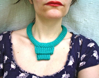 KNITTING PATTERN - Stacked Knit Statement Necklace