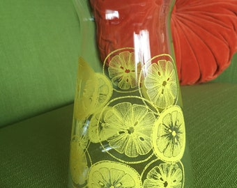 Vintage 70s Pyrex Juice Carafe Glass Pitcher Lemon Slices Design Great Condition
