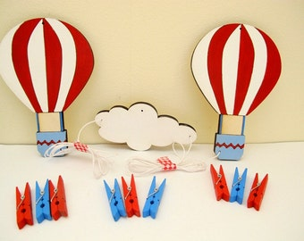 Artwork display hanger hot air balloons, blue, red and white wall art, displaying kids art