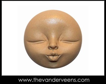 Mold No.205 (Moon Face with kissing) by Veronica Jeong