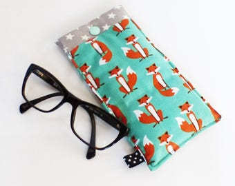 Fabric glasses case, quilted pattern foxes green and grey stars