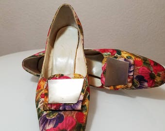 FREE  SHIPPING     1950 Floral  Pumps