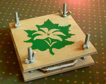 Charming Field and Travel Flower Press. Cute and Compact Vintage Plant Press. Includes Wood Boards, Hardware, Carboard and Blotting Sheets.